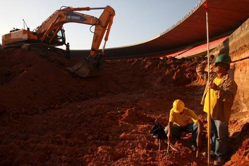 Gramado do Mineirão começa a ser rebaixado para a Copa do Mundo